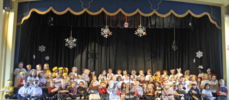 All of our Senior Infants on stage in A Miracle in Town